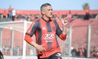 "Artilheiro ""caseiro"" – Todos os 20 gols de Éder Machado foram marcados no Bento Freitas"