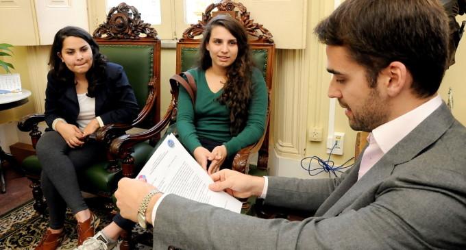 Prefeito recebe convite para abrir o Encontro Estudantil Regional de Relações Internacionais