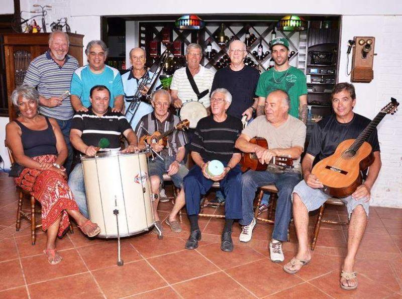 """Grupo de samba """"Feito em casa"""" divulga feijoada no restaurante Matinho"""