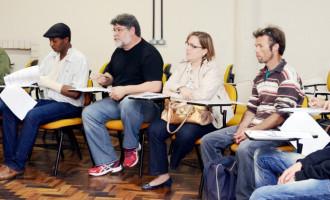 Reunião capacita servidores que trabalharão com adolescentes
