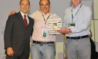 Unimed Pelotas recebe prêmio de Marketing e selo de Governança Cooperativa