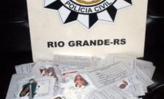 ESTELIONATO: Carteiras de estudantes eram falsificadas