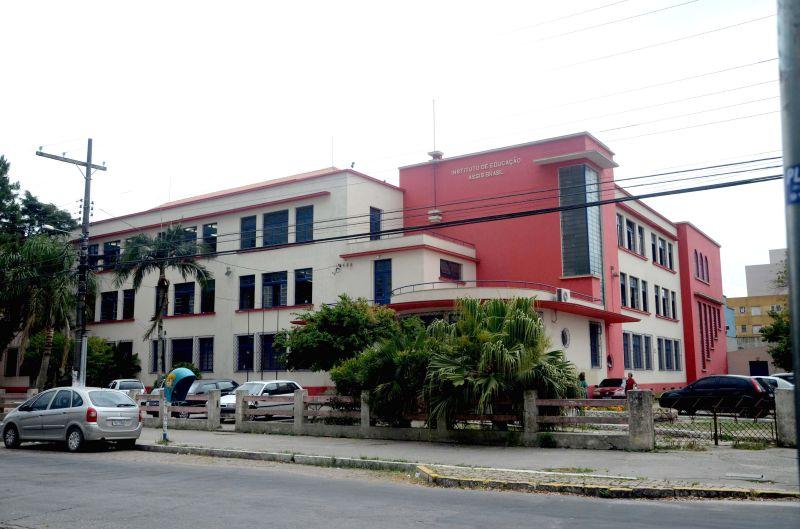 Colégio Assis Brasil.