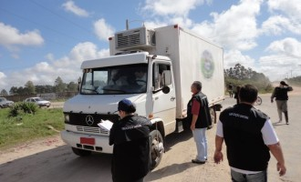 Barreira Sanitária notifica 24 veículos de transporte de alimentos