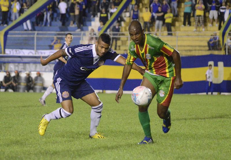 Zagueiro tricolor, Fuca, foi destaque no Far-Pel e tem presença garantida no time contra o Bagé FOTO:  Arquivo/Alisson Assumpção/DM