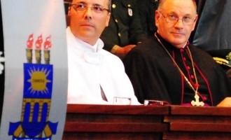 Chanceler anuncia recondução de reitor da UCPel