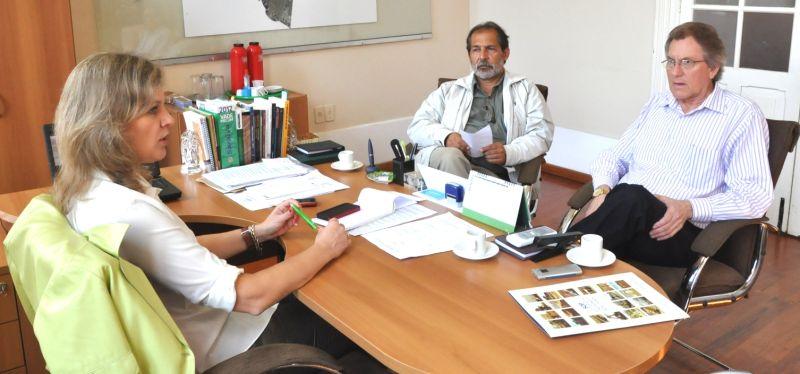 Paula, Gilberto Garcias e Idemar Barz  Foto: Vanderlei Porto