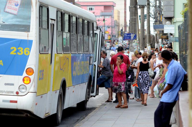 Usuários temem novo reajuste na passagem do transporte coletivo urbano FOTO:  Alisson Assumpção/DM