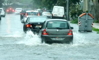 Chuva provoca transtornos em toda cidade