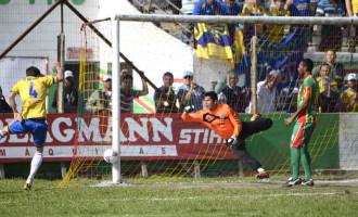 Pelotas vence o clássico contra o Farroupilha e encara o Brasil na final