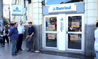 Funcionários do Banrisul decidem manter greve