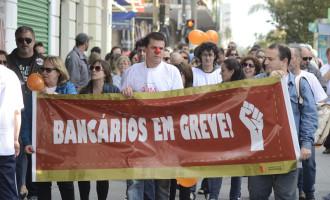 Bancários voltam a negociar o fim da greve
