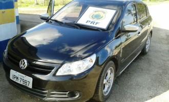 PRF flagra munições estrangeiras em carro clonado