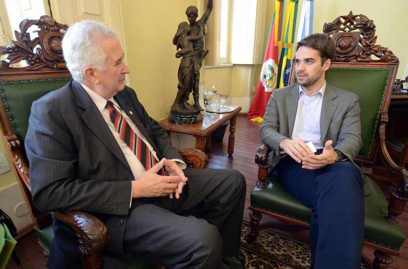 O prefeito e Molinari em seu gabinete Foto:Eduardo Beleske