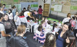 Estande do DNIT recebe público da 41ª Feira do Livro de Pelotas
