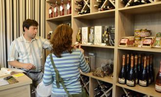 Mercado Público: Feira do Livro também movimenta o comércio