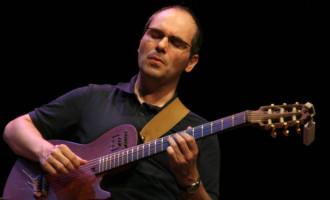 Conservatório de música da UFPel promove show e curso com guitarrista Julio Herrlein