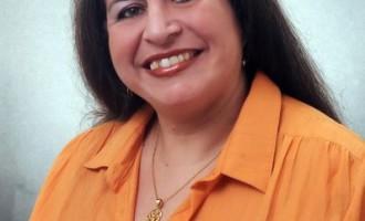 """Lizarbe Gomes autografa livro na """"Feira"""""""