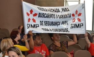 Prefeito corta salário de professores da Escola Vinícius de Moraes e Câmara não vota projetos do Governo