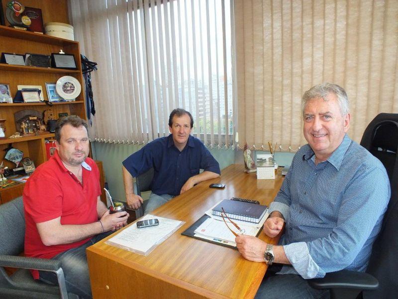 José Sperotto com o prefeito de Morro Redondo, Rui Brizolara, e o vice-prefeito Dioclécio Jaeckel