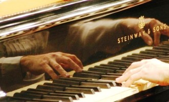 """Música na Sala"" promove Piano Class com Mostra de Primavera"
