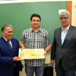 O vencedor Márcio Rogério Froner com o prêmio em mãos