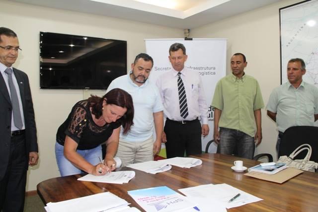 Termo foi assinado nesta segunda-feira  Foto: Luciana Fagundes/Seinfra