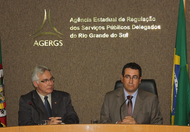 Conselheiro-Presidente, Carlos Martins (d), garante independência decisória da Agência Foto: Divulgação/Agergs