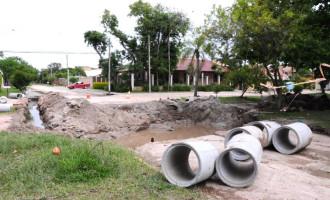 Manutenção e drenagem em várias regiões da cidade