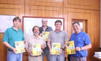 Livro Histórias do Papai é doado para escolas da rede municipal