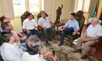 Mesa Diretora 2014: parlamentares visitam prefeito
