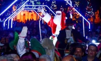 Papai Noel recebe a chave da cidade