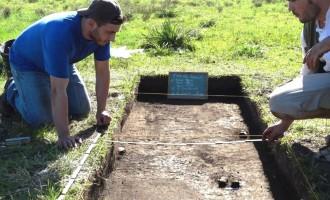 Escavações arqueológicas são realizadas no Pontal da Barra