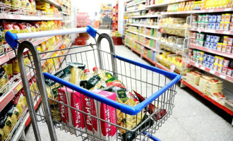 Preços de alimentos e itens de higiene disparam nos supermercados