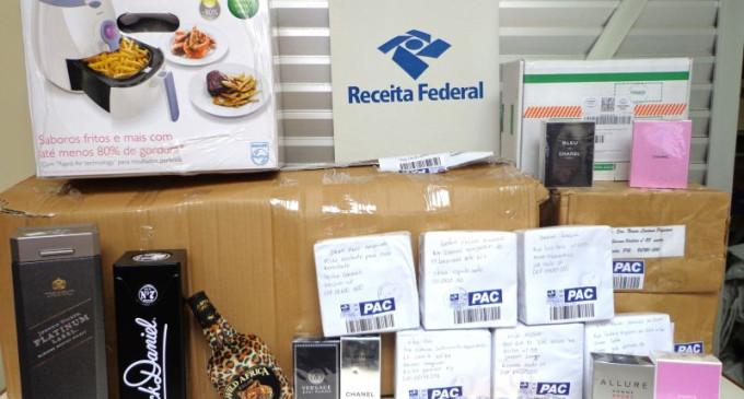 Receita Federal apreende mercadorias avaliadas em R$ 15,6 mil nos Correios, em Pelotas