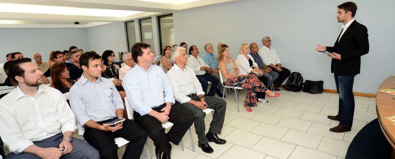 Reunião com secretariado aconteceu no auditório da CDL