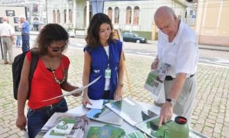 Mostra fotográfica retrata saneamento ambiental no largo do Mercado Público de Pelotas