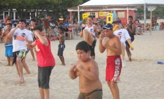Aulão de MMA atrai centenas de pessoas às areias do Laranjal