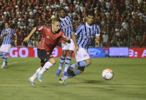 Amado teve três chances de gol, mas não conseguiu colocar a bola na rede Foto: Alisson Assumpção/DM