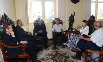 Prefeita em exercício recebe representantes da SPH de Porto Alegre