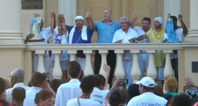 Umbandistas realizam cerimônia na Prefeitura