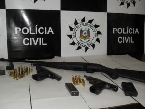 Armas e munições foram apreendidas pela Polícia Civil