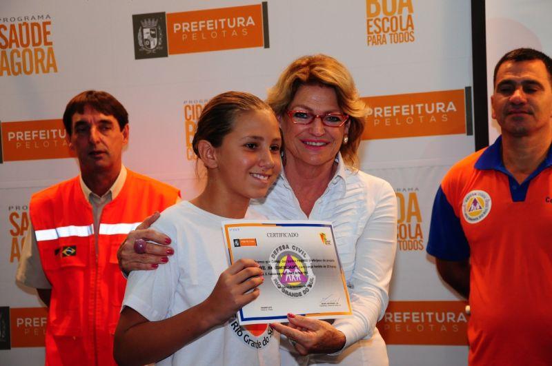 33 crianças receberam o certificado