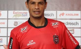 Atacante Dinei está de volta à Baixada para reforçar o elenco no Campeonato Gaúcho
