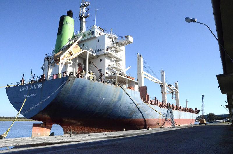 PERIODO entre abril e agosto é quando o Porto recebe mais navios  FOTO: Alísson Assumpção/DM