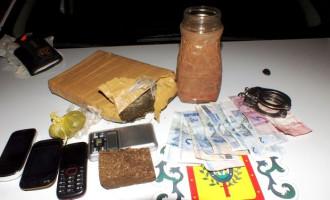 """Operação """"Calibre Zero"""" da Brigada efetua prisões e apreensão de drogas nos bairros de Pelotas"""
