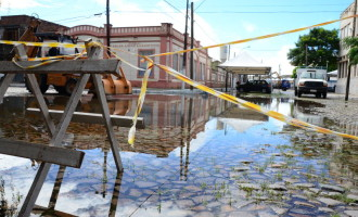 CARNAVAL : Passarela não resiste às chuvas