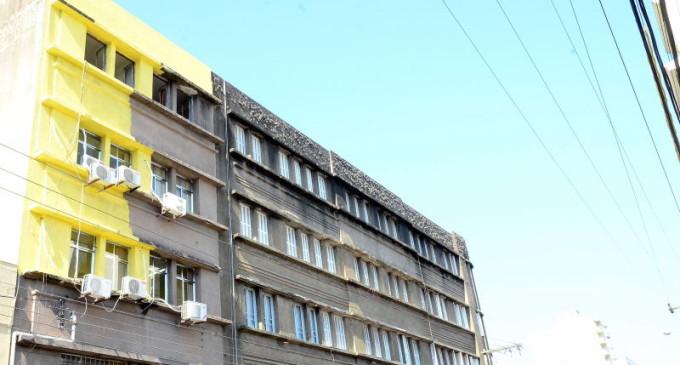 PRÉDIO INVENTARIADO : Fiscalização multa e embarga obra