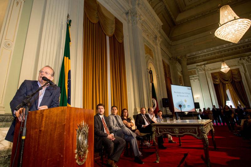 ''Isso é o significado do público na gestão do Estado'' disse Tarso