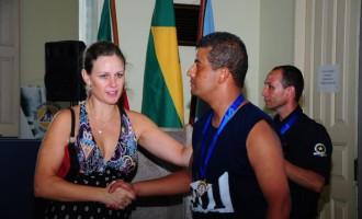 Aniversário da GM: Paula entrega premiação aos atletas